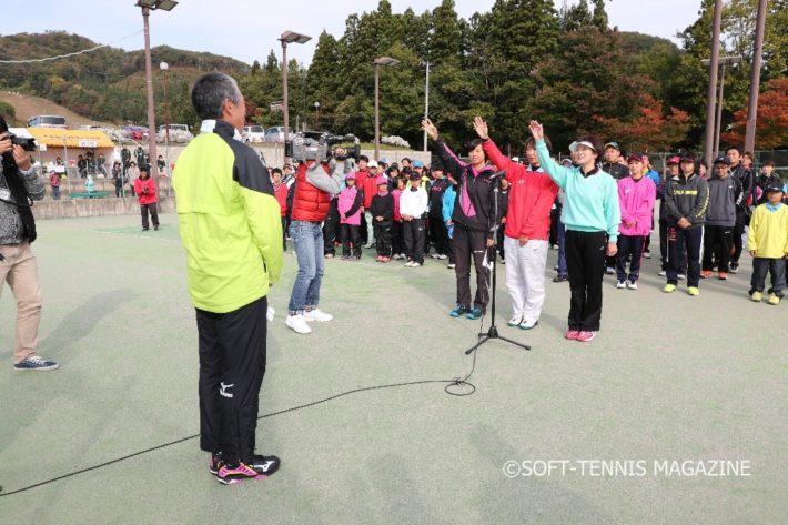 親子3代でソフトテニスに親しむ若松さんが選手宣誓