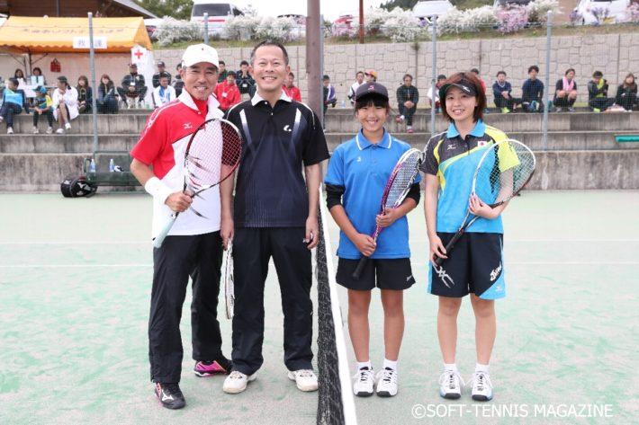 エキシビジョンマッチその2。昨年の日本代表で秋田出身の加瀬祐佳選手と柳葉さんが対戦。柳葉さんは昨年のペアと、加瀬さんは抽選で選ばれた小学生の菊地さんとペアに