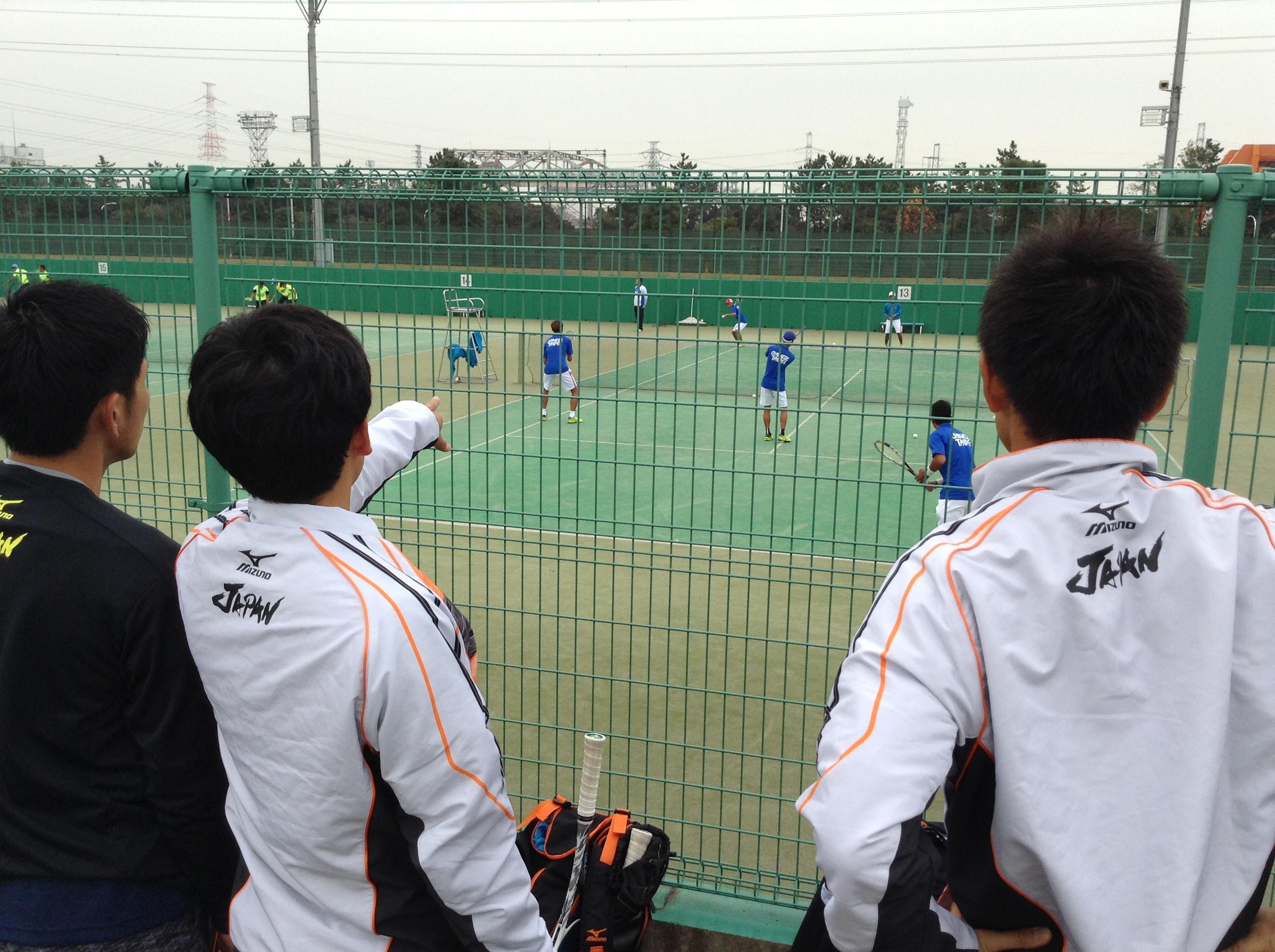 日本の練習の直後に始まった中華台北の練習をチェック。右は篠原秀典選手