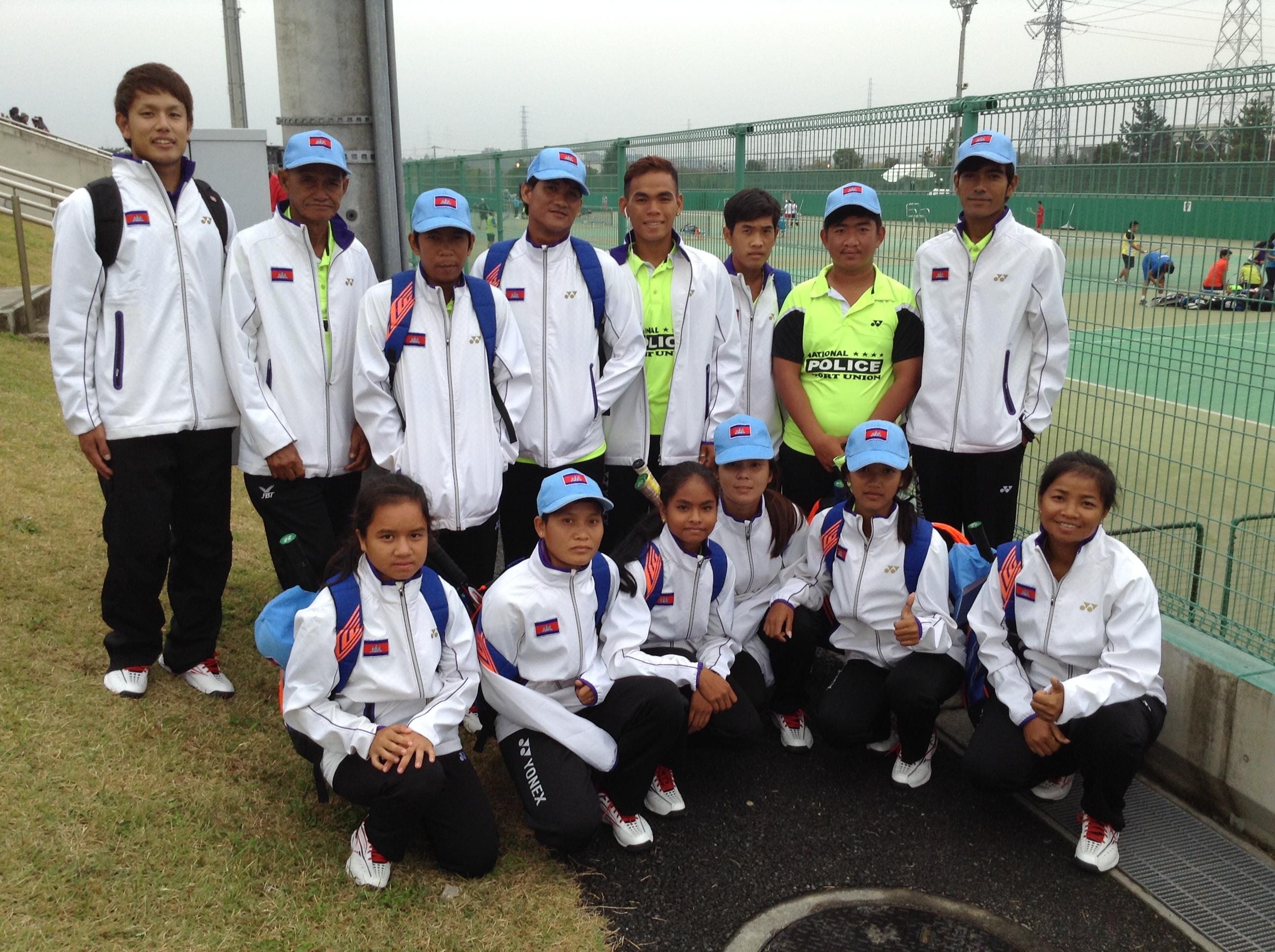 カンボジア代表の皆さん。後列左が荻原さん