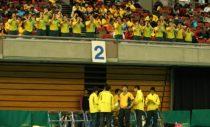 昨年の高校選抜で尽誠学園(男子)の応援。黄色いユニフォームの尽誠はカナリア軍団の愛称を持つ