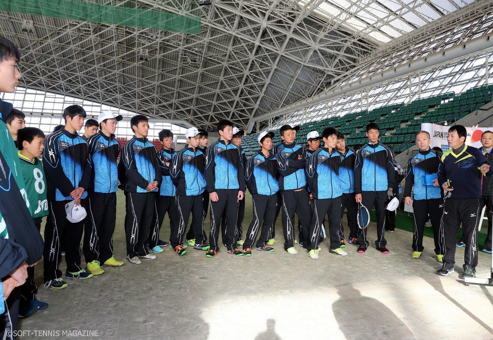 女子ナショナルチームの川上晃司トレーナーがアンダー選手にもレクチャー