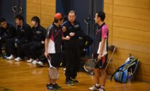 ワタキューセイモアの清水(左)/藤田と百町監督