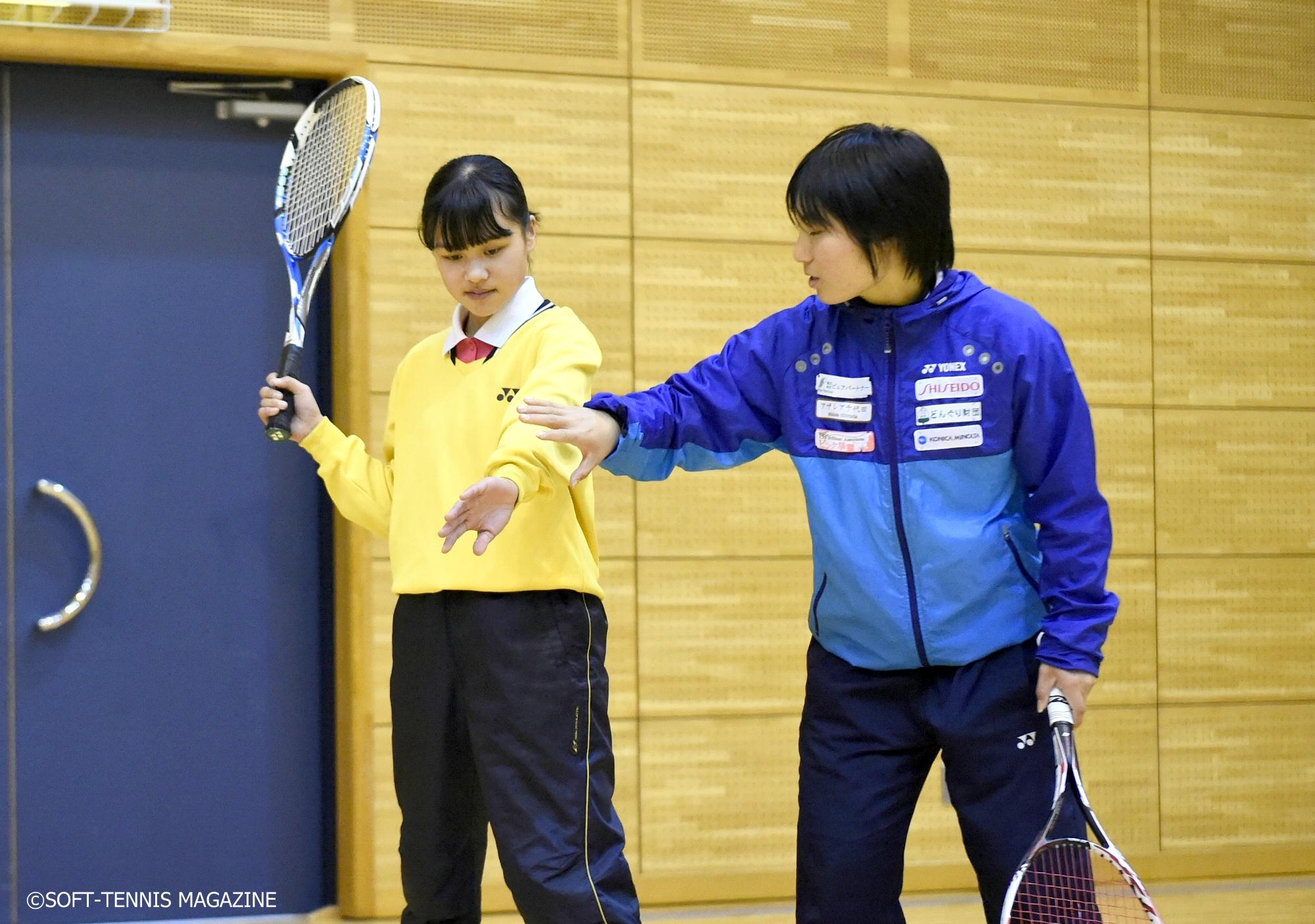 広島の女子トップクラブチーム・どんぐり北広島のメンバーが中学生を直接始動! 誌面を通してトップ選手に教えてもらおう
