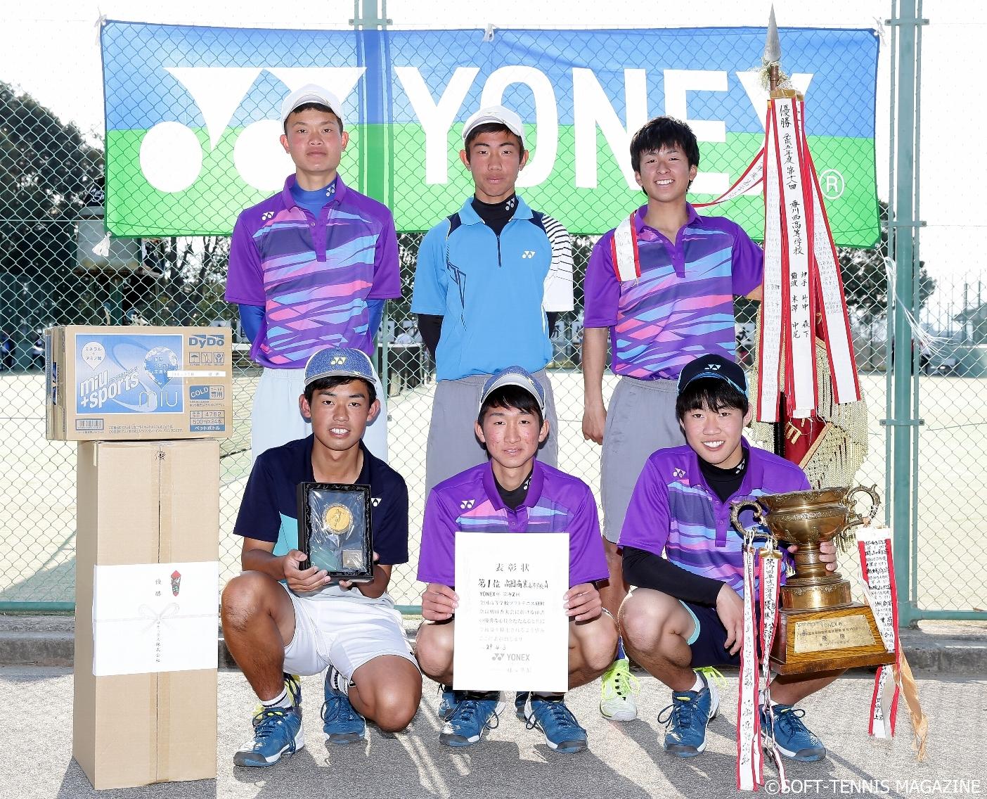 ヨネックス杯優勝・高田商業A。メンバーは前列左から