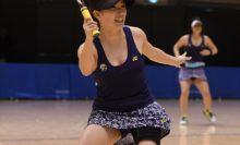【女子ダブルス】昨年準優勝の石井友梨(手前・ワタキューセイモア)は、今年は越智真琴とのペアで決勝へ