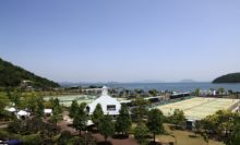 会場となったのは、瀬戸内海と山に囲まれた香川県総合運動公園県営テニス場