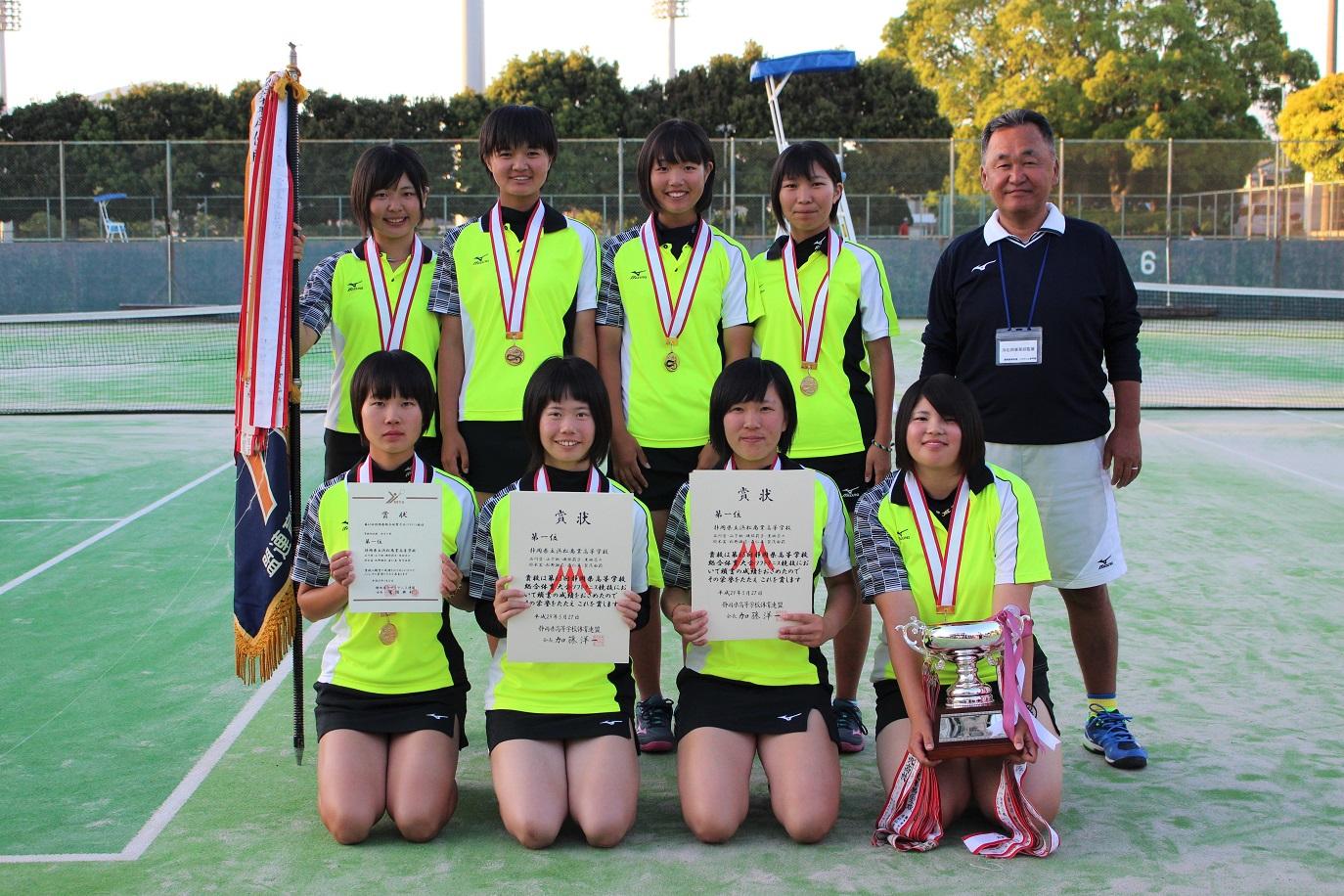 画像2: 静岡県では、草薙総合運動場庭球場で、5月27、28日にインターハイ県予選が行われた。団体戦(27日)はトーナメント戦の結果、男子・富士宮北が3年連続19回目の出場へ。そして女子は浜松商が、33年ぶりのインターハイ切符を手 [...] www.softtennis-mag.com