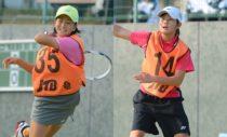 ジュニアジャパンカップのシングルス決勝でも対戦した貝瀬ほのか(左)、吉田栞里(右)。貝瀬いわく、「ストローク力では吉田が上だった」 写真◎上野弘明