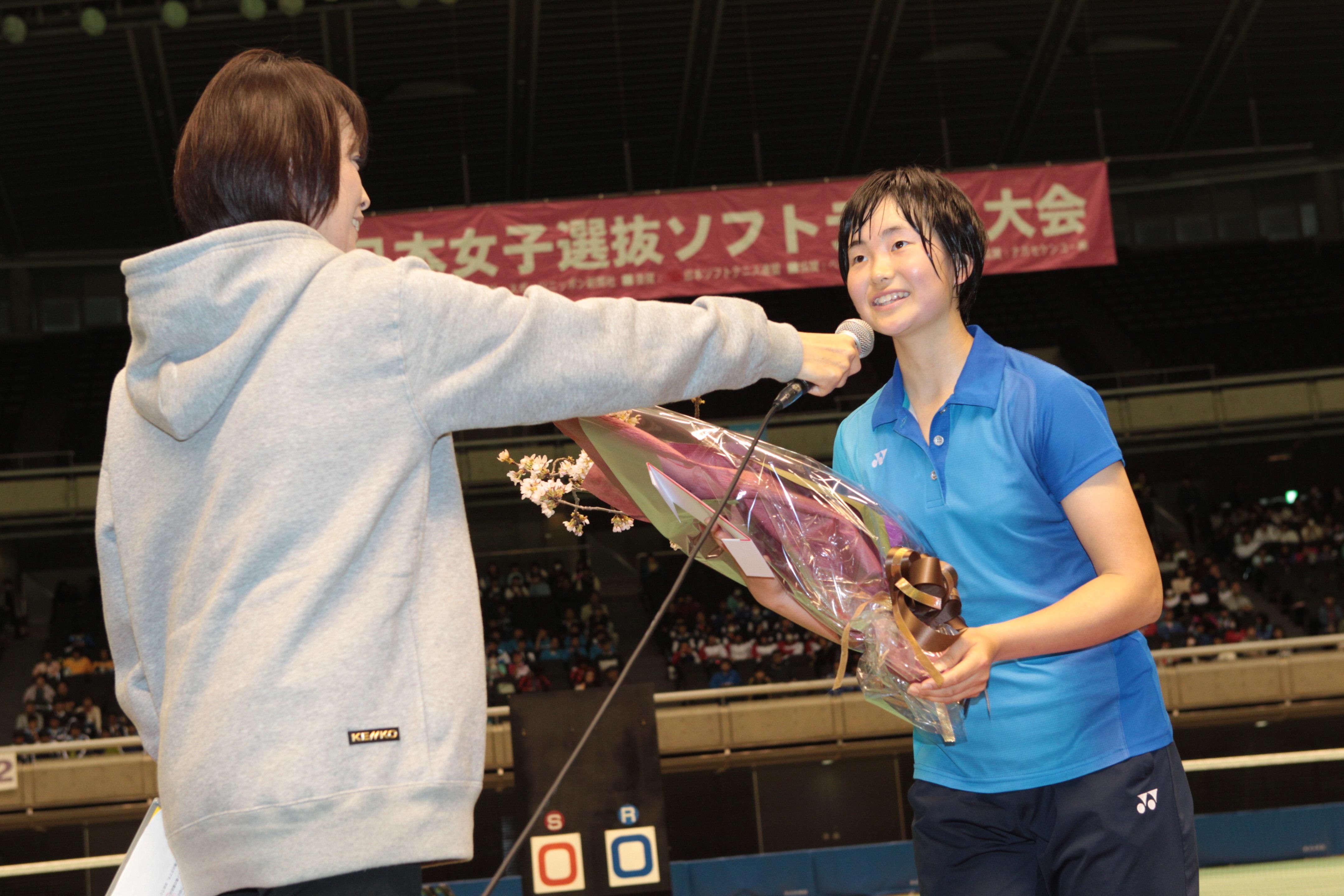 高校生3人目のシングルスチャンピオンとなった貝瀬ほのか