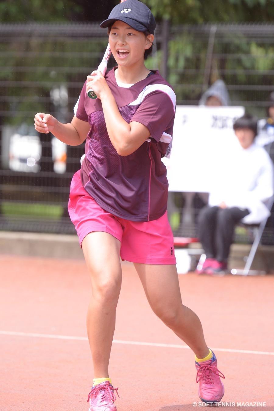 頂点に立ったサウスポー後衛の貝瀬。4月の全日本女子選抜でのシングルス優勝、社会人も相手にしながら5月の全日本シングルスで4強入り。今大会でも高い実力通りの結果を残した