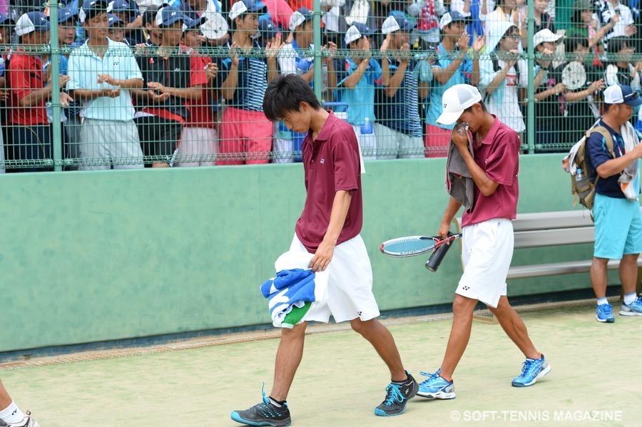 決勝で敗れた直後、下を向いて歩く因。名勝負を繰り広げたグッドルーザーに観衆が拍手を送る PHOTO/HIROKUNI KAWAGUCHI