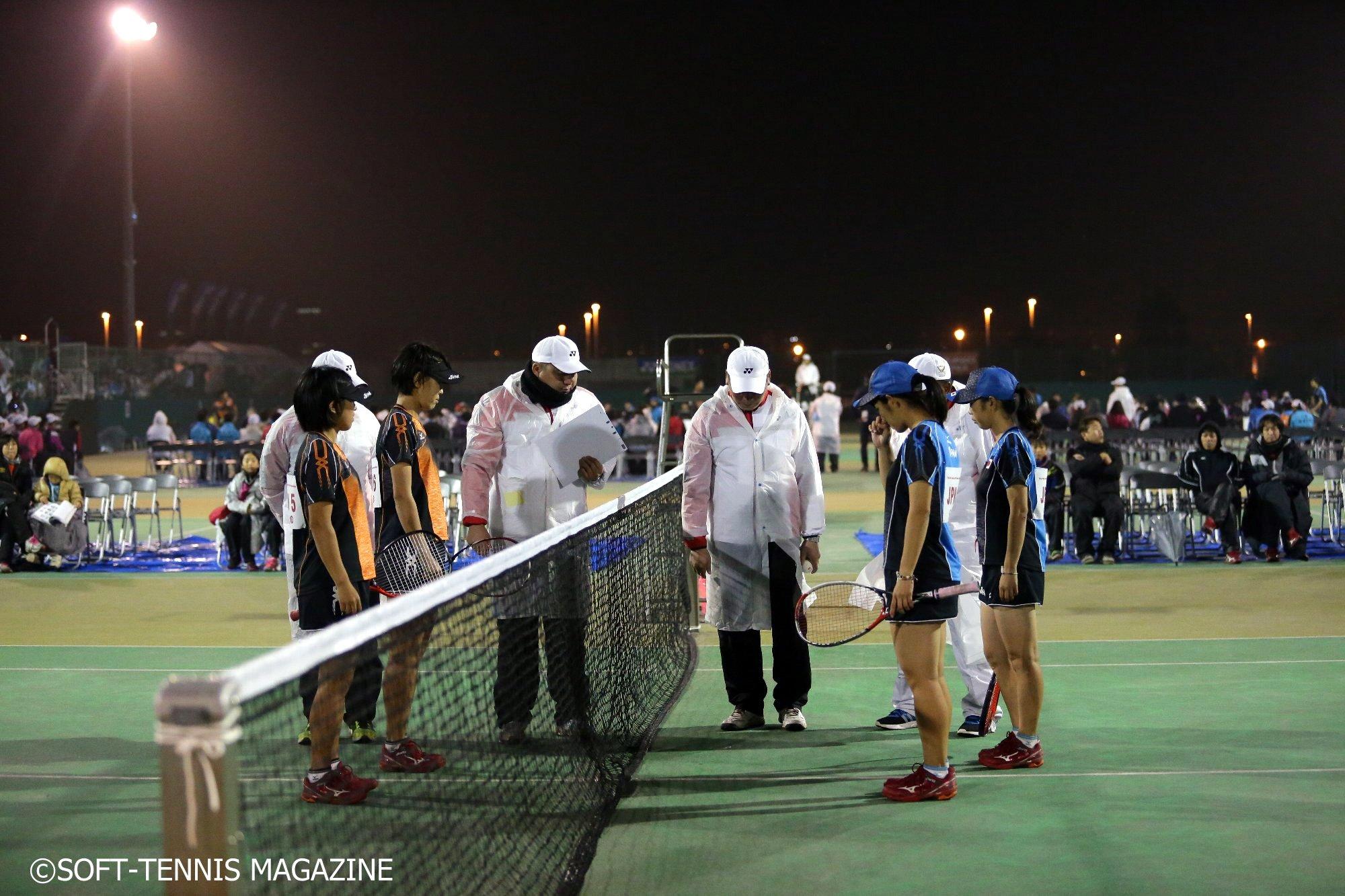 男女とも決勝は日本人の同士討ち。写真は女子決勝。寒さ厳しいなか行われた