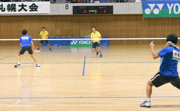 予選リーグでは2勝同士で増田/柴田(和歌山県庁/同志社クラブ)と内本/丸山が激突!